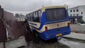 Дети выпадали на ходу: на Днепропетровщине за рулем умер водитель школьного автобуса. ФОТО. ВИДЕО
