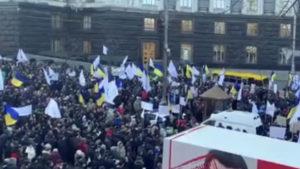 Протестующие в Киеве пошли на крайние меры: «Сытника геть, Гончарук — выходи!»