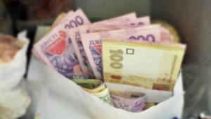 График выплаты «карантинной» тысячи изменился: кто и когда получит, разъяснение