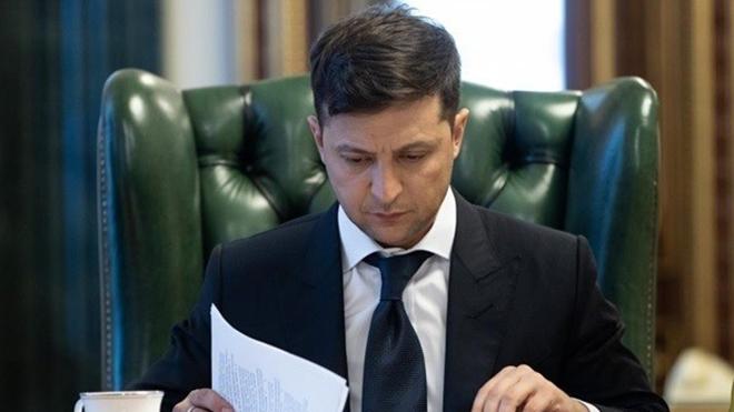 Зеленский ввел в действие резонансный закон: «при отсутствии документов»