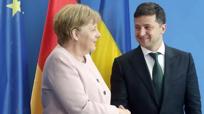 """У Зеленского """"забыли"""" очень важный нюанс разговора с Меркель"""