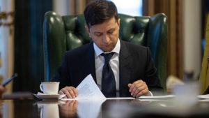 Зеленский поставил подпись в историческом указе: «ради всех украинцев, с 1 июля»