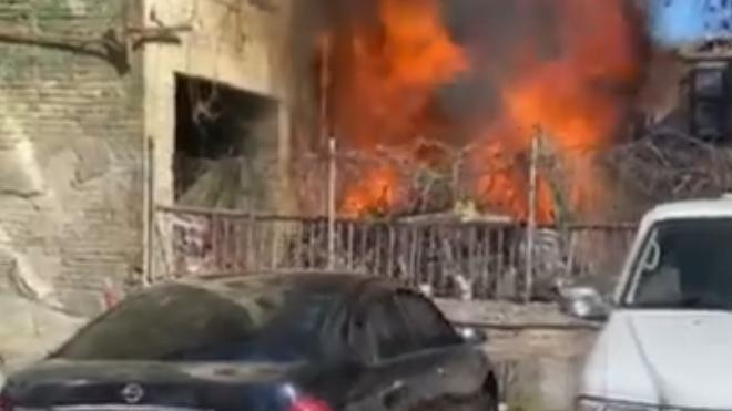 Мощный взрыв в Киеве. Спасатели разбирают завалы