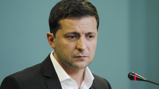 Врачи сейчас на передовой: Зеленский пообещал надбавки медикам в 300%