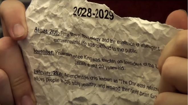 Молодой человек утверждает, что он пришел с 2030 года и озвучивает то, что ожидается человечества в 2019-2020 годах.