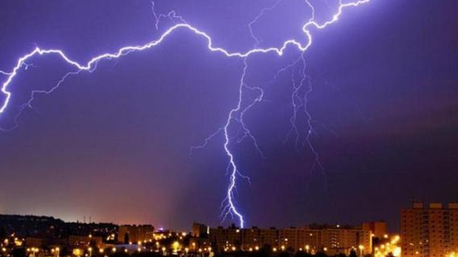Погода в Украине продолжит «капризничать»: Град и холода. Появился прогноз на июнь