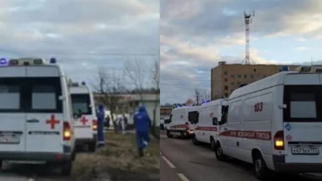 Такого еще не видели! В Москве у больниц собираются огромные очереди из скорых из-за коронавируса. Видео