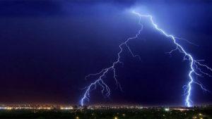 В России ЧП: Молния шарахнула в газопровод, такого россияне еще не видели