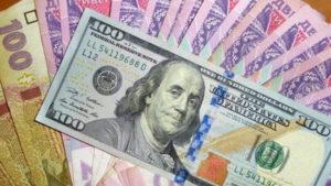 Курс сбивает с ног: гривна безнадежно падает — доллар резко подорожал