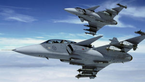 В небе сцепились истребители США и военные самолеты России