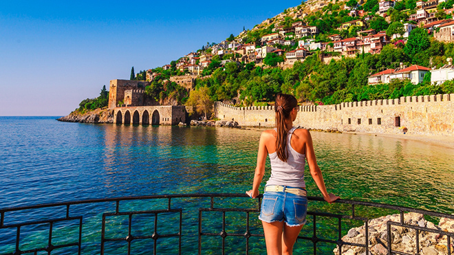 Без изоляции: в Турции назвали дату и условия въезда туристов из Украины