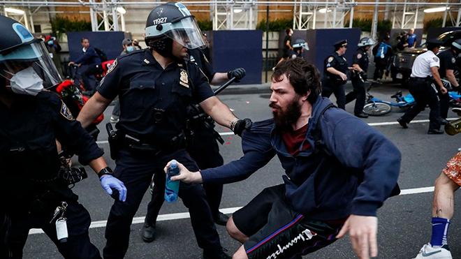 В Вашингтоне протесты переросли в беспорядки
