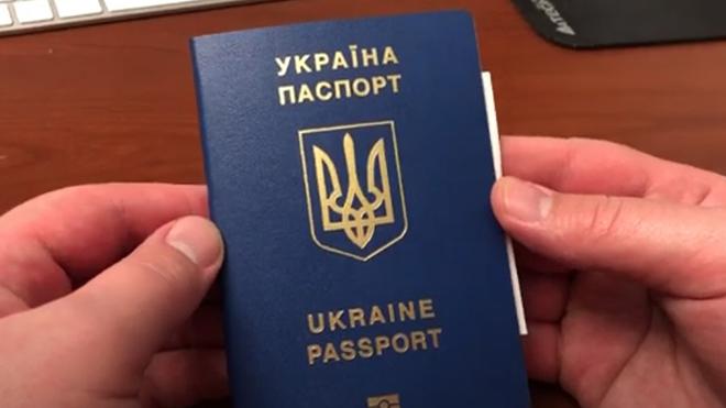 Украинцам придется менять документы: детали радикального решения Кабмина
