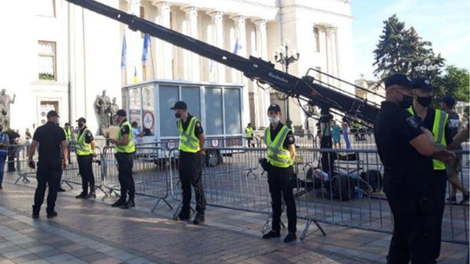 В центр Киева вывели полицию и Нацгвардию. Что происходит