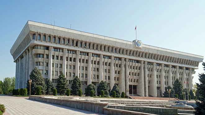 Парламент Киргизии запустил процедуру импичмента президента