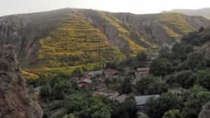 Քաշաթաղը հանձնելուց հետո Սյունիքի Խոզնավար գյուղը երեք կողմից շրջափակվել է ադրբեջանական տարածքներով