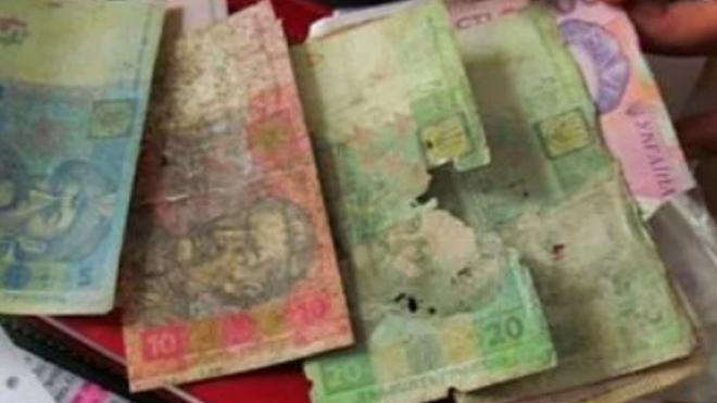 Новости Украины – Какие поврежденные банкноты обязаны принимать в банках и магазинах