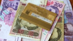 Украинцев предупредили об автоматическом списании средств с банковских карт