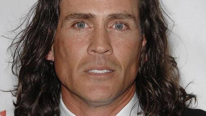 Исполнитель роли Тарзана в одноименном сериале погиб в авиакатастрофе в США