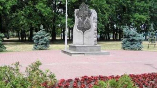 В Киеве демонтируют памятник в честь дружбы столиц Украины и РФ