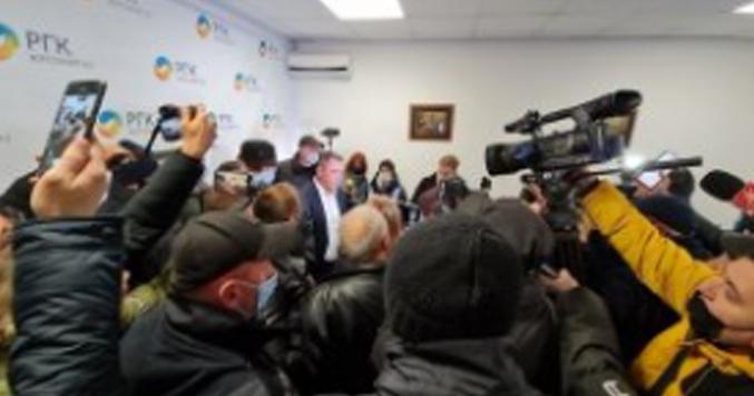 Новости Украины – Вырвали двери и вошли в офис: в Житомире митингующие прорвались в Житомиргаз